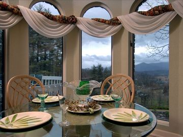 Enjoy the sunrise from the breakfast nook.