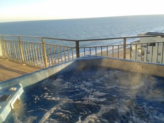 Oceanfront 3 Penthouse PVT Sundeck Hot Tub