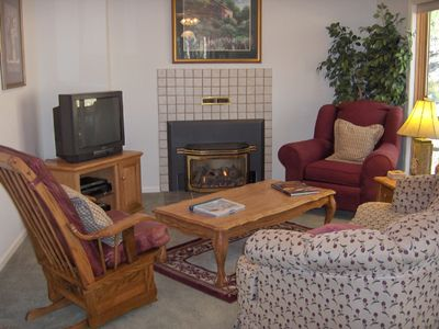 Nemo cabin rental - Large family room, with fireplace