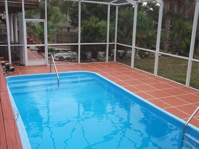 screened swimming pool and Jacuzzi