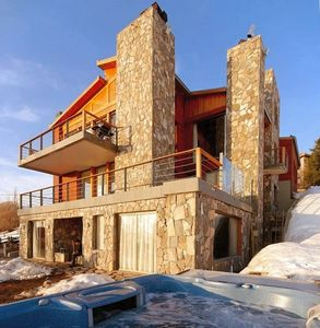 Farellones chalet rental - Casa Farellones - South west facade to ski field with hot tub