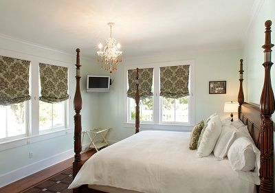 2nd Floor Luxury 'Green'  Bedroom in Main House offers a King Size Bed