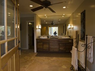 Weaverville lodge photo - Large Guest Bathroom