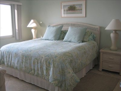 Relaxing king bedroom w LCD TV, adjoining bath, walk in closet w 2 luggage racks