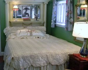 Seven Springs cottage photo - Queen size bed
