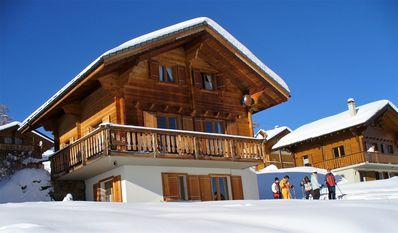 Comfortable chalet at 1,900 m./6,200 ft.directly on the ski trail 4 Vallees - Chalet Campanula