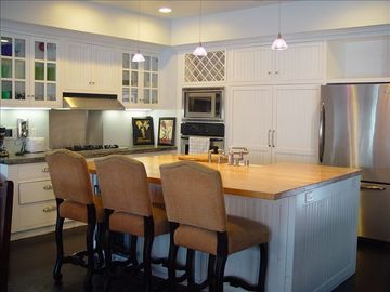 Gourmet Kitchen with complete appliances