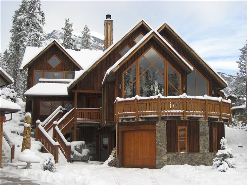 Your ultimate dream mountain home in the vrbo for Mountain dream homes