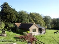 HEALERS COTTAGE, pet friendly, with a garden in Hoarwithy, Ref 1806