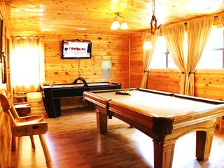 Pigeon Forge cabin photo - The Gamehouse has a large living room.