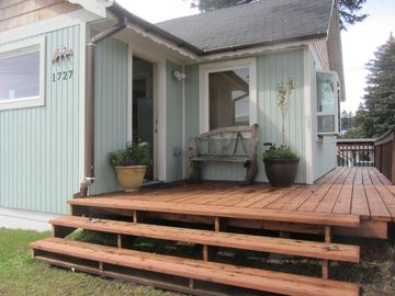 Kodiak cottage rental - front of the house facing the ocean