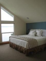 Port Ludlow house photo - Master bedroom with sat tv, stereo speakers, new Tempur-pedic Cloud king bed
