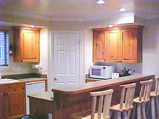 Full amenities kitchen.