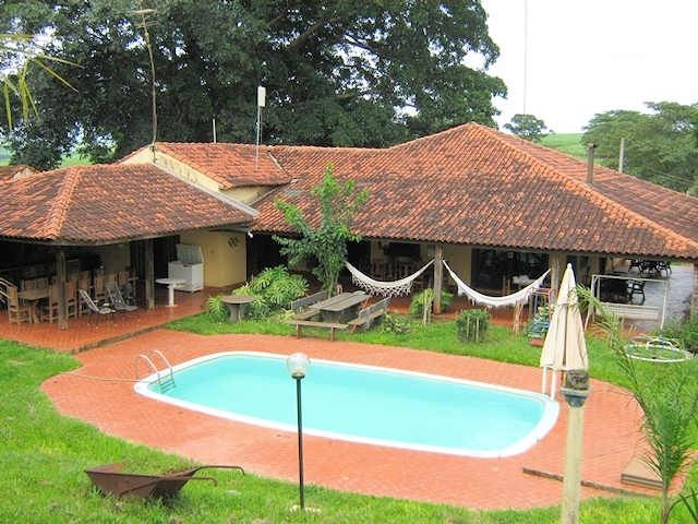 Does. Historical next conn. the Tiete River (15 persons - 1 suite and 3 bedrooms with bathrooms
