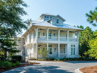 Sophisticated 6 Bdrm,private pool,huge porches,entertainers dream, rave reviews!
