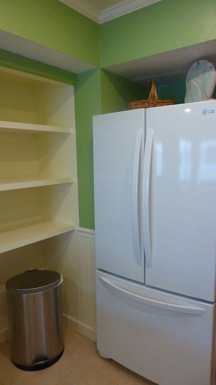 Large New Fridge and Pantry!