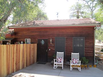 Groveland studio rental - Nestled in the shade of mature oak trees, the Hide Away is cozy and comfy.