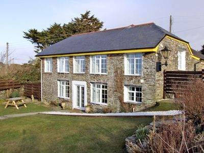 THE ROUND HOUSE, pet friendly, with a garden in Tintagel, Ref 3836