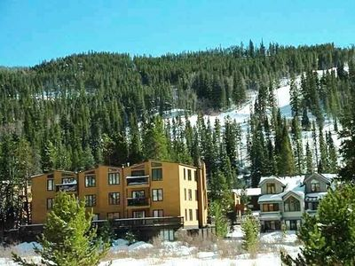 Key Condos--located slopeside; ski back within 50 yards of the building.
