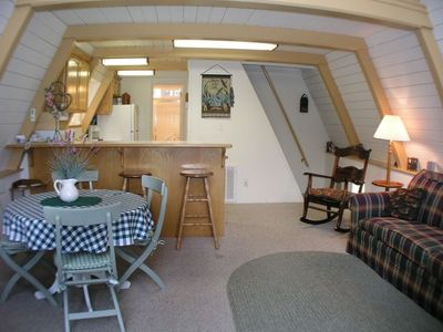 Lake Almanor chalet rental - Open floor plan flows to kitchen for easy family meals