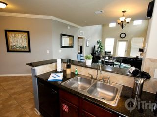 Davenport condo photo - Fully stocked kitchen, grainte