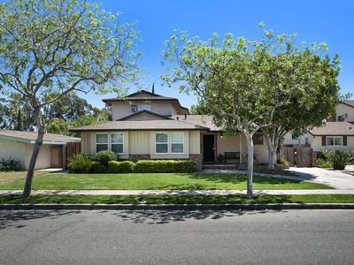 Large 6 bedroom home located in a quiet neighborhood very close to Disneyland.