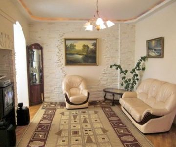 1 Bedroom LUX Apartment near Kreshchatik in Quiet Place with Parking