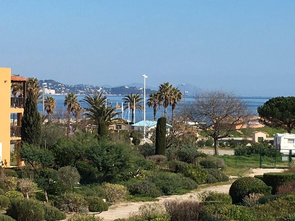 Large studio cabin Sea view Direct access to the beach Golfe de St Tropez