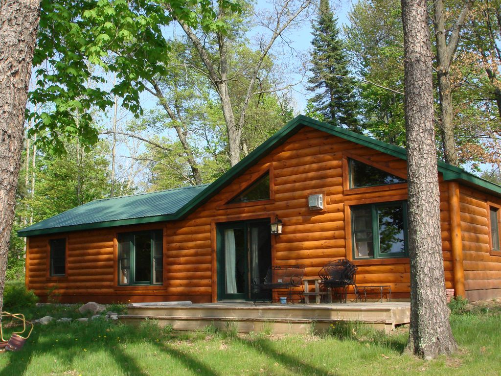 Cozy lakefront 2 bedroom log cabin vrbo for One room log house