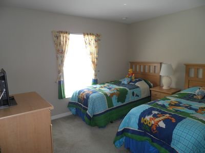 Winnie-the-Pooh bedroom, HD LED TV, DVD & X-Box