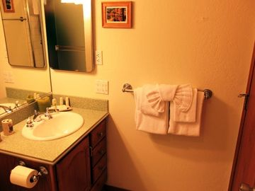 Master bath, linens, soaps and shampoo provided | Mammoth lodging