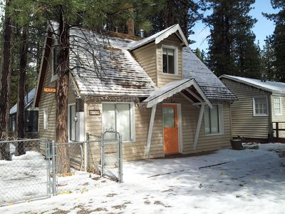 Big Bear 4 Seasons Lodge- Cozy Lodge & 4 cottages near The Village in Big Bear.