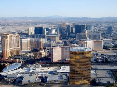 SWEEPING VIEW OF THE ICONIC LAS VEGAS STRIP