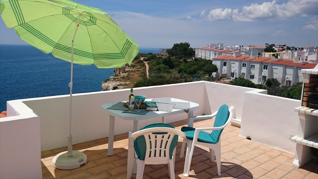 vue sur la mer 3 minutes de la plage grande terrasse wifi air conditionn lave vaisselle. Black Bedroom Furniture Sets. Home Design Ideas