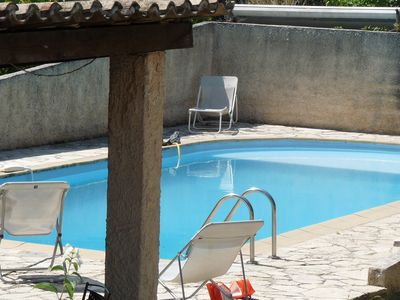 at 7 km from Aix en Provence`s center has spacious 2 bedrooms house on a 2,000 m2