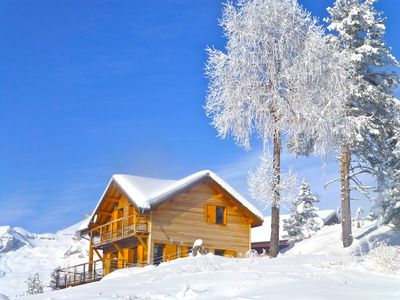 SUNNY CHALET to the edge of the forest, 300 meters from the slopes and shops