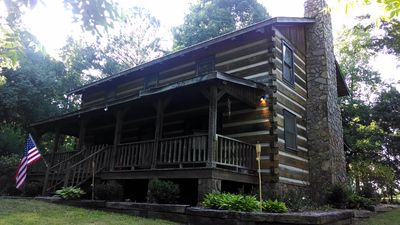Fully furnished log cabin, family and pet friendly.