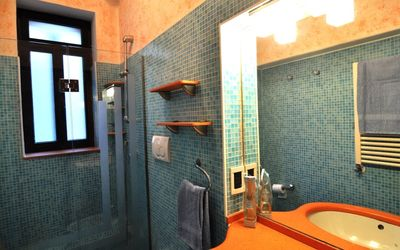 Mosaic shower bathroom 1