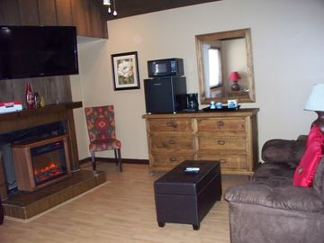 Greers Ferry Lake villa rental - Relax and enjoy the comfort of the fireplace.
