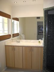Palm Springs condo photo - Guest bathroom