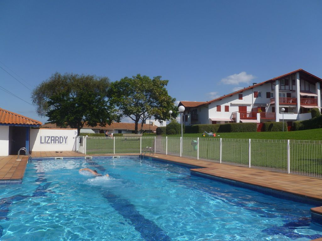 Lissardy hendaye location de vacances appartement for Piscine hendaye
