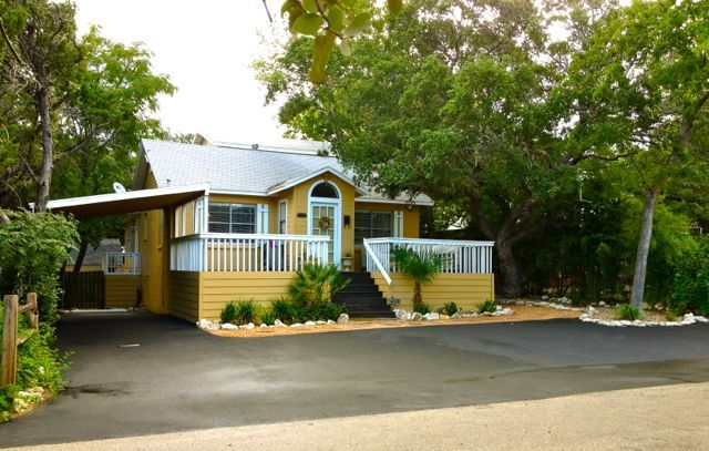 Charming, Romantic, One of a Kind Modern 50's Lake Access Cottage