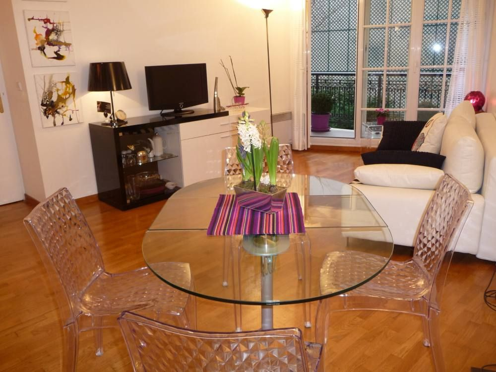 Apartment flat maisons alfort vrbo for Apart hotel maison alfort