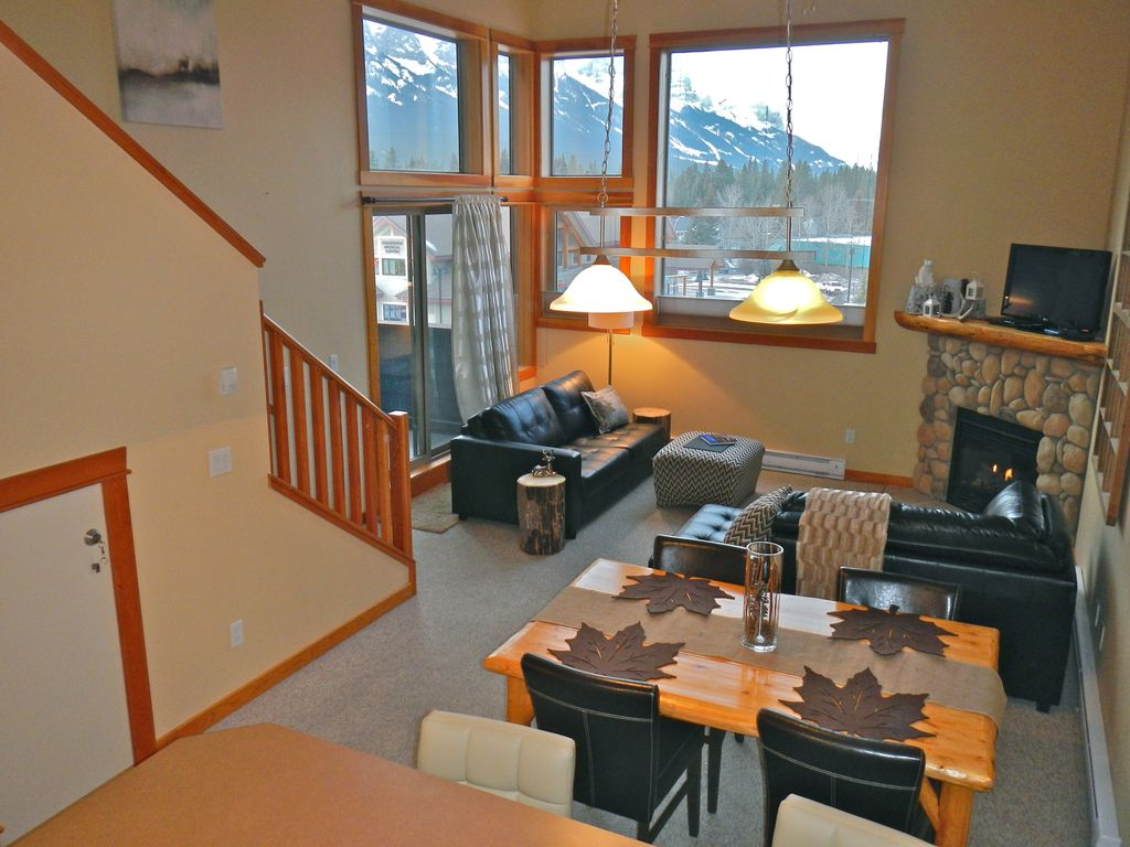 Cozy mountain condo panoramic views to vrbo for Banff national park cabin rentals