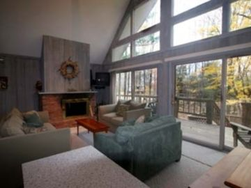Enjoy the Fireplace on your Okemo vacation !