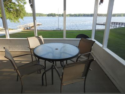 3 BR House- Lake Frontage, 2 Restaurants Within Walking Distance, Floating Dock