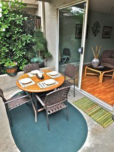 Cozy condo Experience the Pleasure of indoor outdoor Living this condo has it al