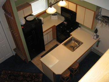 Kitchen & Breakfast Bar w/new appliances!