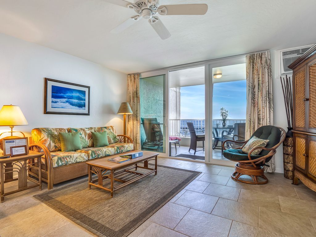Living room with lanai