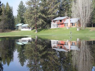 A River Runs Thru It. River front cabin, 8 acres! Pet friendly. Last Min. Deals.